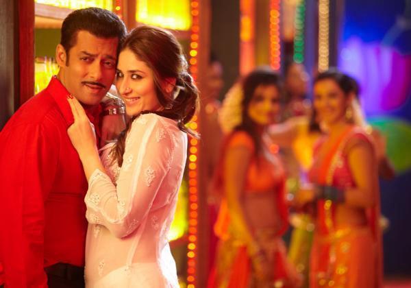 Salman And Kareena Cosy Photo On Dabangg 2