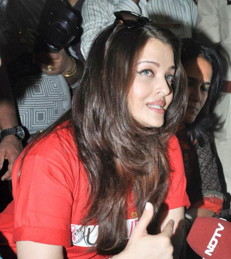 Aishwarya Rai Photo Clicked During Promotion Of World Aids Day