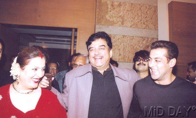 Shatrughan With Wife Poonam And Salman Smiling Still