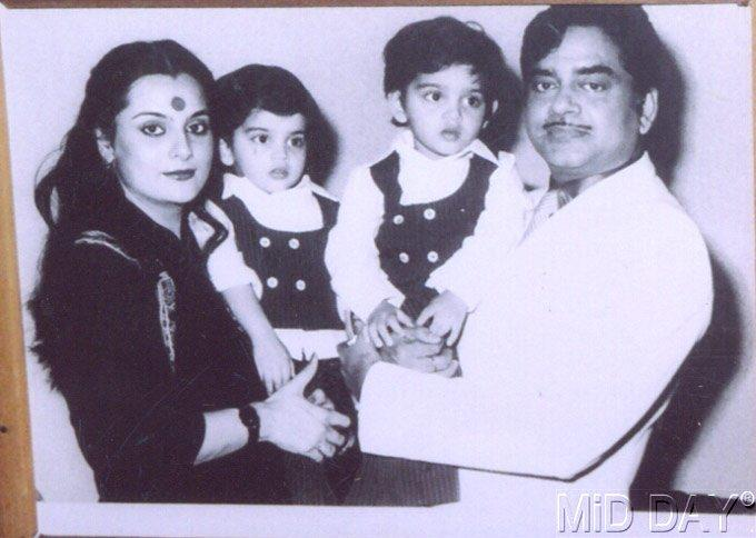 Shatrughan With Wife Poonam And Their Kids Nice Still