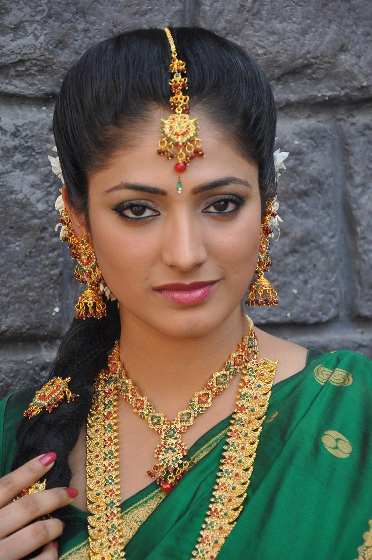 Haripriya Looking Beautiful In Bridal Wear Saree