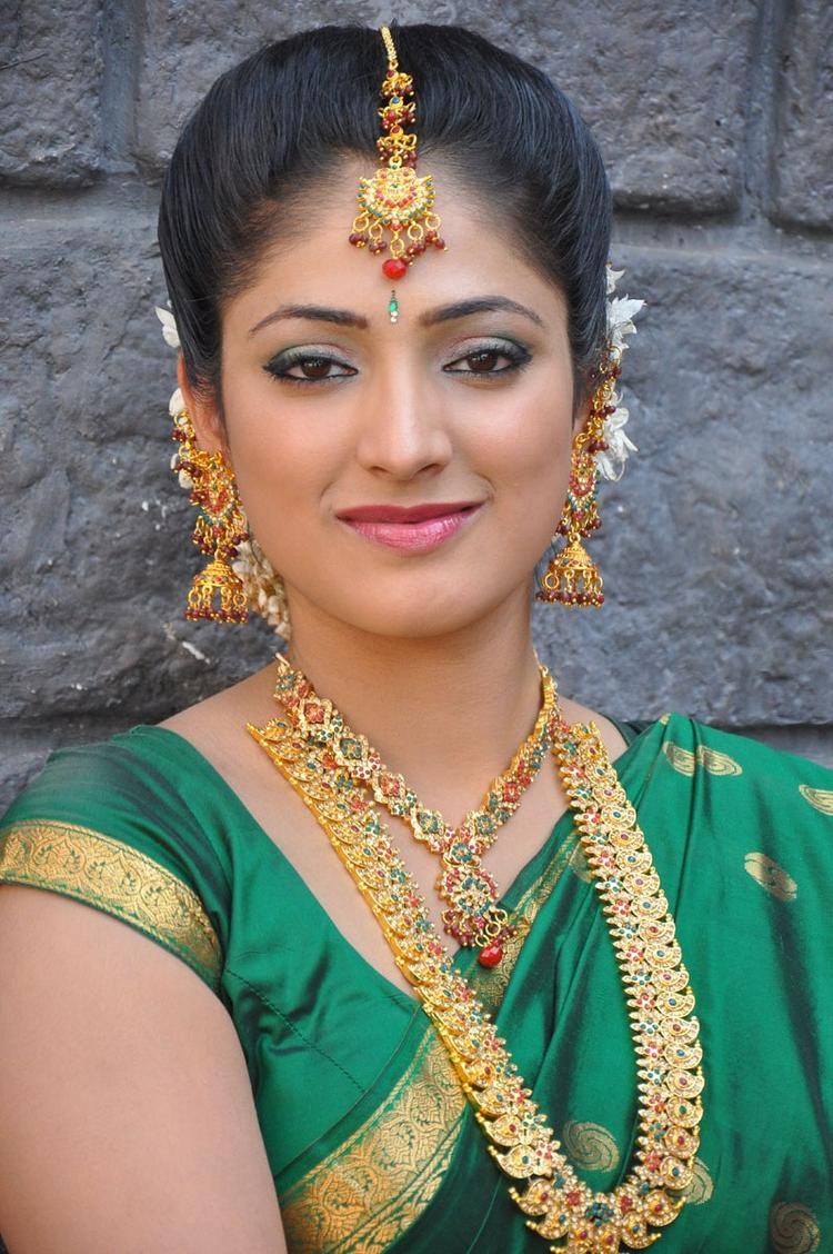 Haripriya Sizzling And Attractive Photo Still