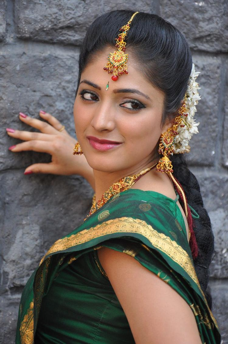 Haripriya Trendy Looking Photo Still