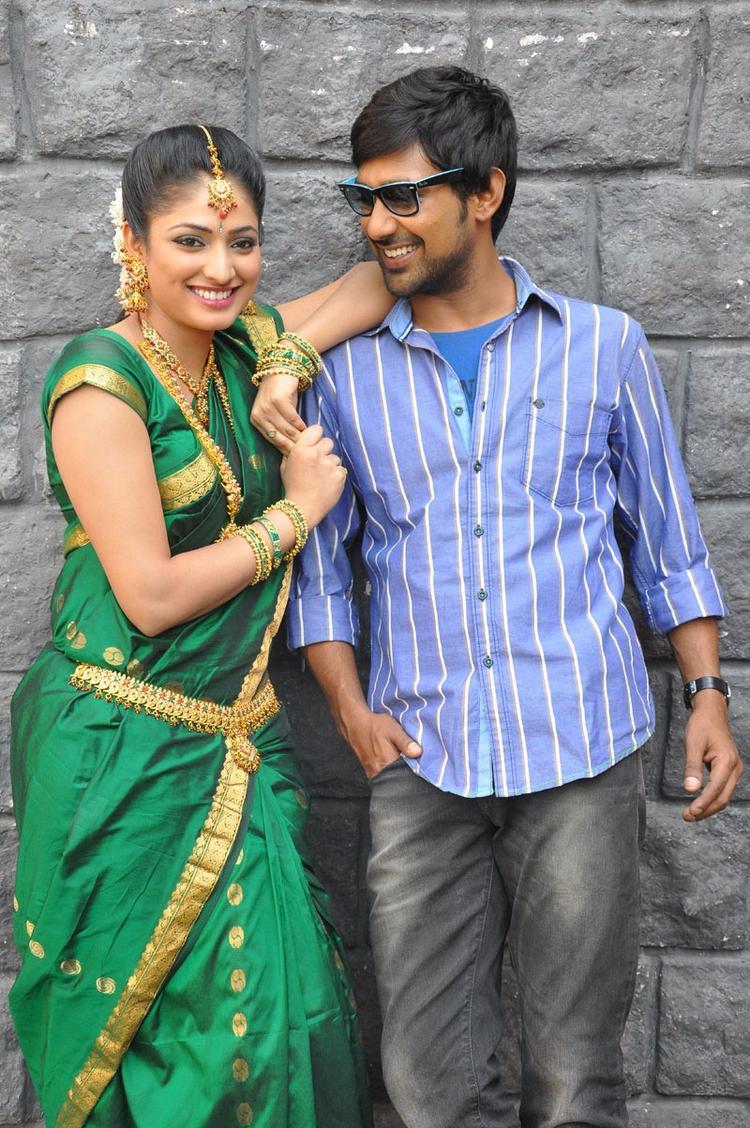 Haripriya And Varun Cute Look Smile At Abbai Class Ammai Mass Movie Location