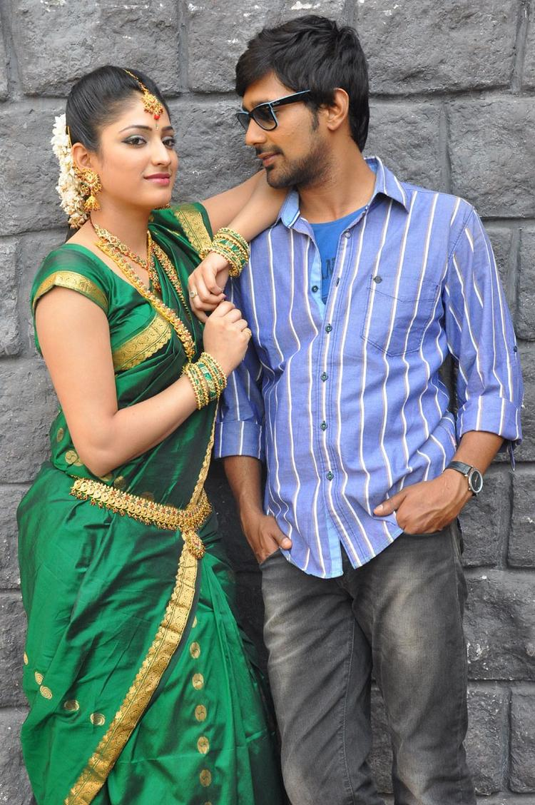 Haripriya And Varun Sizzling Photo Clicked At Abbai Class Ammai Mass Movie Location