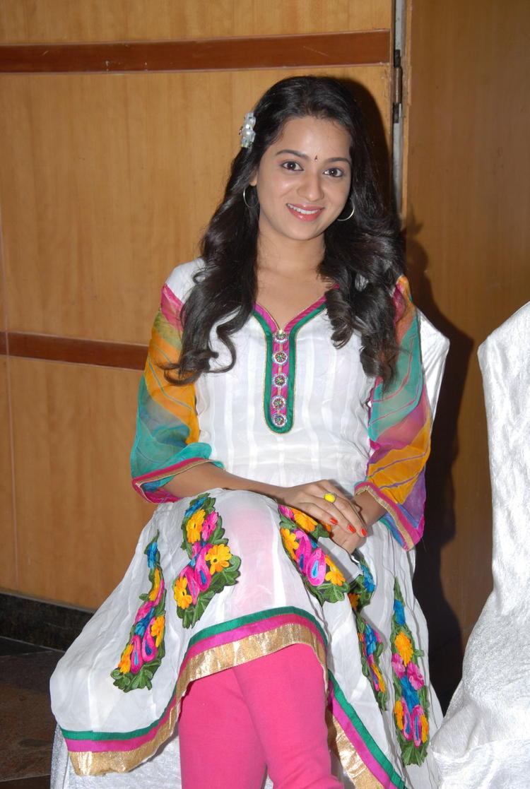 Reshma Smiling Still At CCC 2012 Curtain Raiser Press Meet