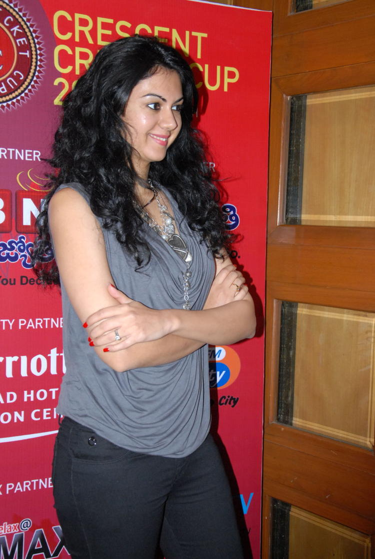 Kamna Posed For Camera At Crescent Cricket Cup 2012 Press Meet