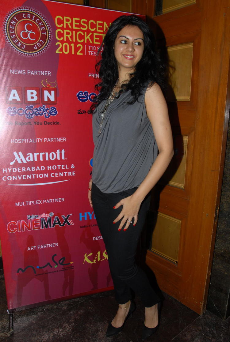 Kamna Sexy Pose Photo At Crescent Cricket Cup 2012 Press Meet