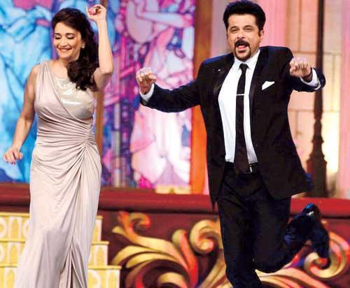Madhuri And Anil Awesome Dance At The Golden Petal Awards