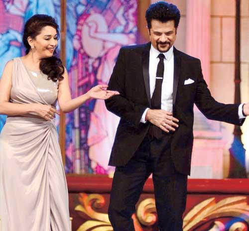 Madhuri And Anil Perform A Dance In The Golden Petal Awards