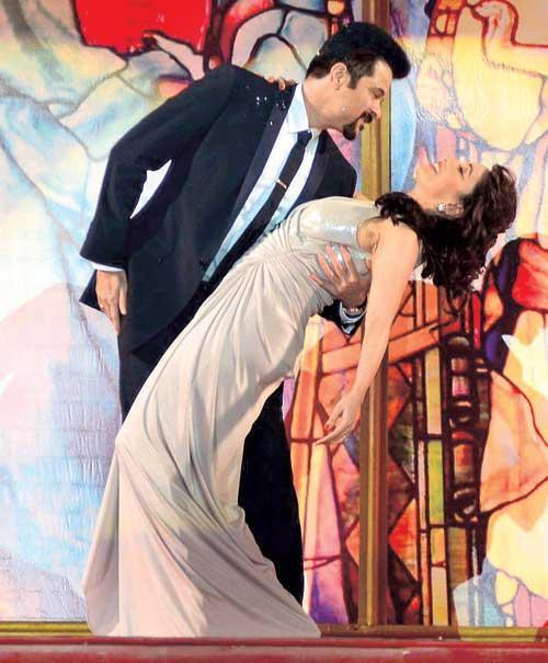 Madhuri And Anil Romance In A Song At The Golden Petal Awards
