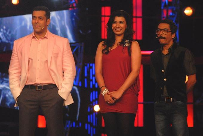 Salman With Mink And Vrajesh Photo Clicked The Sets Of Bigg Boss 6