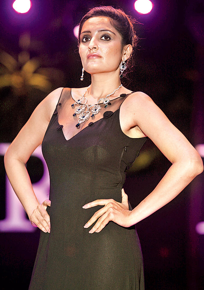 A Model Showcases Asmi Jewellery