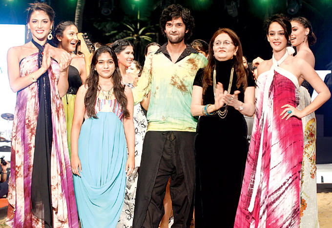 Nicole,Apurva,Purab,Gogee Annd Hazel On The Ramp At IRFW 2012