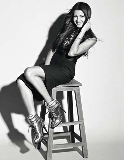 Anushka Cute Sexy Pose Photo Shoot For Marie Claire India Dec 2012 Edition