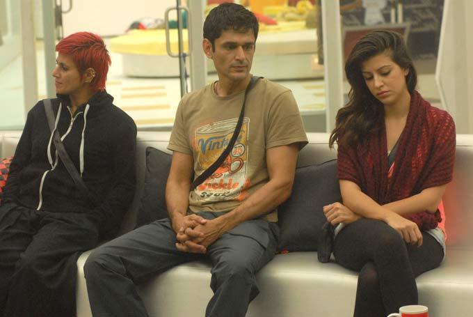 Karishma,Sapna And Niketan Upset Photo In Bigg Boss 6 Modern House