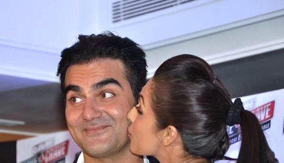 Arbaaz And Malaika Kiss Photo During An Promotional Event Of Gillette