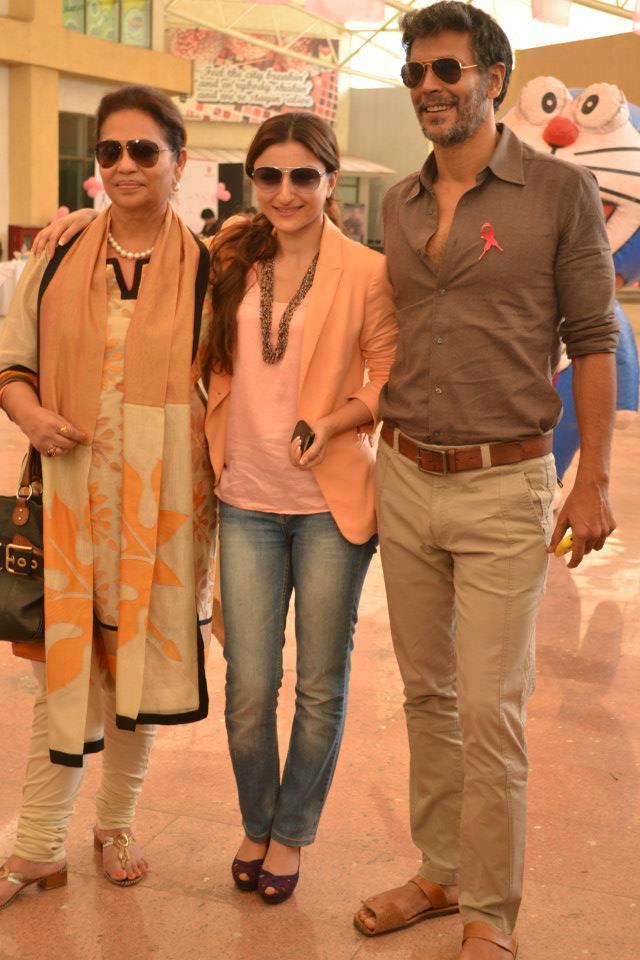Deveika,Soha Ali And Milind Cosy Photo At Pinkathon 2012 Meet Event