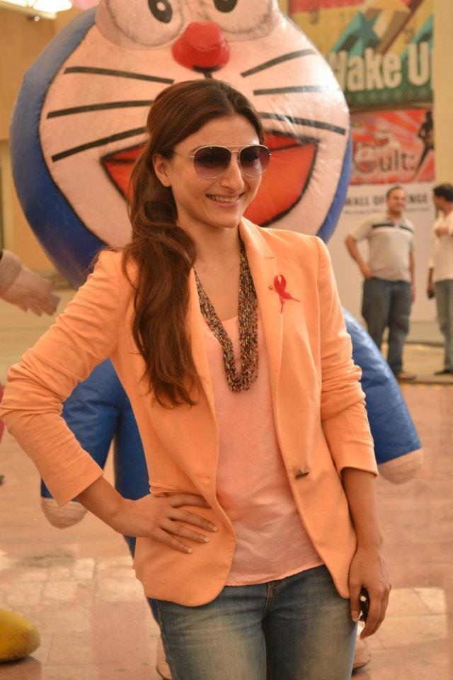 Soha Ali  Posed For Camera At Pinkathon 2012 Meet Event