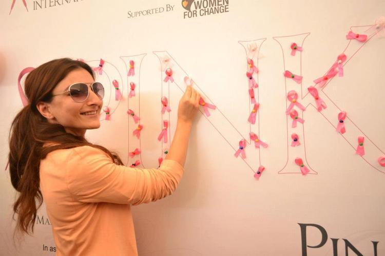 Soha Ali Smiling Still At Pinkathon 2012 Meet Event