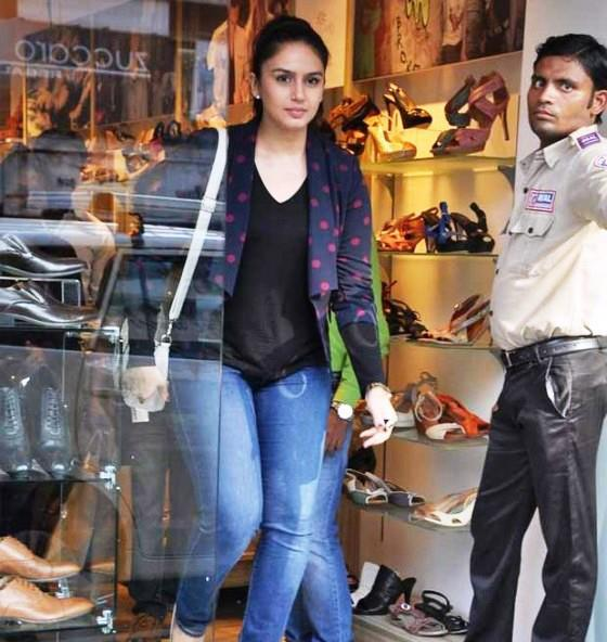 Huma Qureshi Looked Gorgeous In Jeans And Black Top At   Woodland Showroom