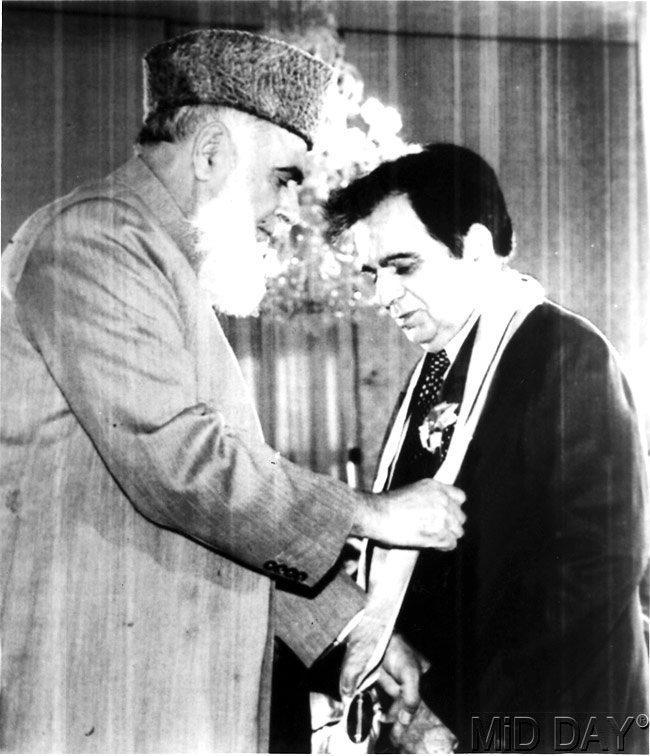 Rafiq Tarar Gave Pakistans Highest Civilian Award To Dilip Kumar