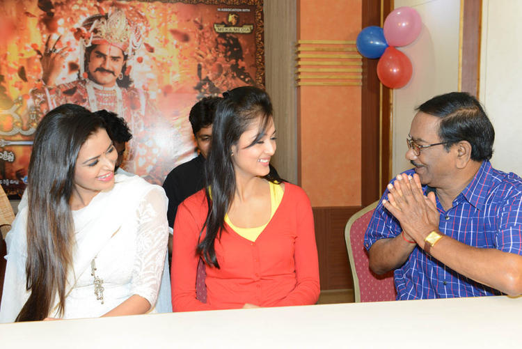 Meenakshi And Vidisha With A Guest At Devaraya Movie Success Meet