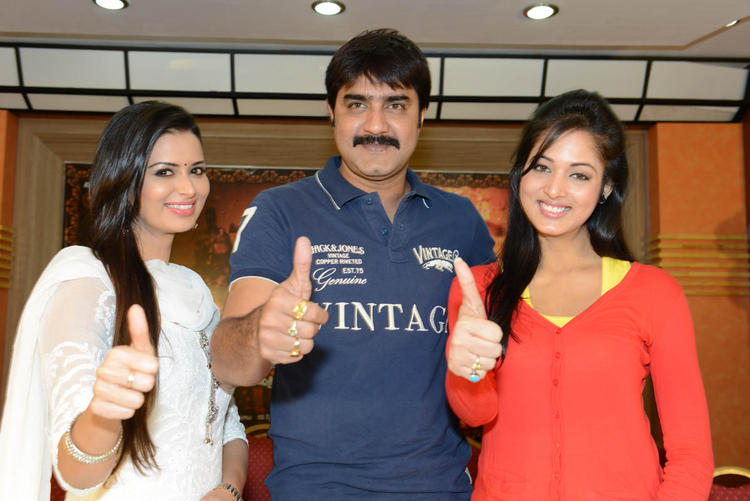 Meenakshi,Srikanth And Vidisha Thums Up Photo At Devaraya Movie Success Meet