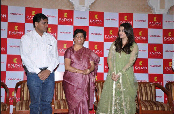 Aishwarya Inaugurated Kalyan Jewellers Showroom