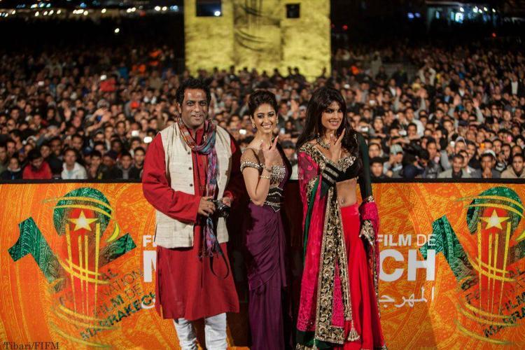 Priyanka And Ileana Pose With Barfi! Director Anurag Basu At The Screening