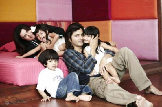 Farah  And Shirish Playing With Their Kids Photo Clicked