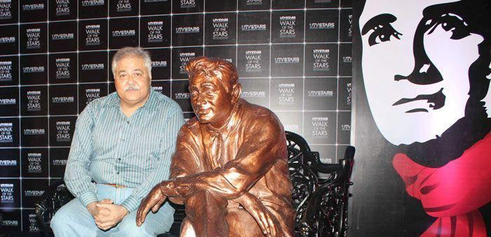 A Guest Clicked A Photo With Dev Anand Brass Statue
