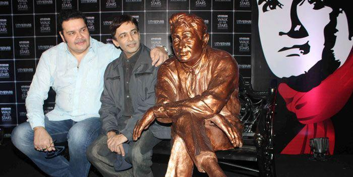 Suneil Anand Poses With His Father Dev Anand Brass Statue