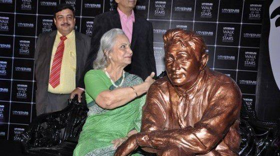 Waheeda Rehman Clicked As She Unveiled Dev Anand Statue