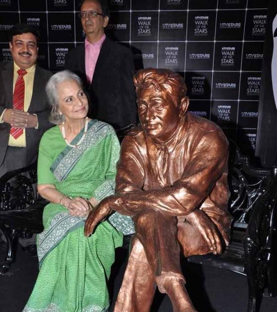 Waheeda Rehman Unveils Dev Anand Statue At UTV Stars