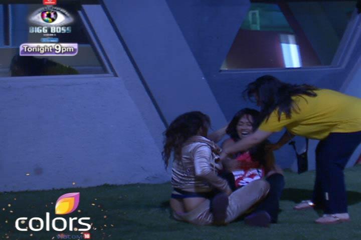 Sana And Aashka Enjoyed On Bigg Boss 6