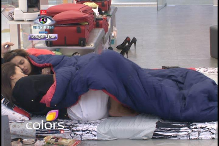 Sana And Aashka Intimate To Each Other On Bigg Boss 6