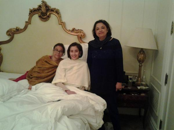 Manisha Koirala Posed For Camera During Her Surgery