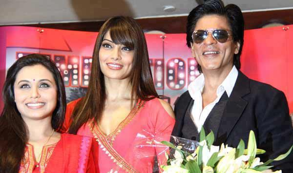 Shahrukh,Rani And Bipasha Pose For Camera At The Temptation Reloaded Concert