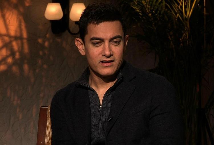 Aamir Khan Cute Expression Still  At The Front Row Show