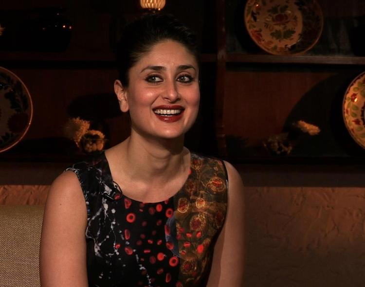 Kareena Kapoor Cute Look Smile Photo At The Front Row Show