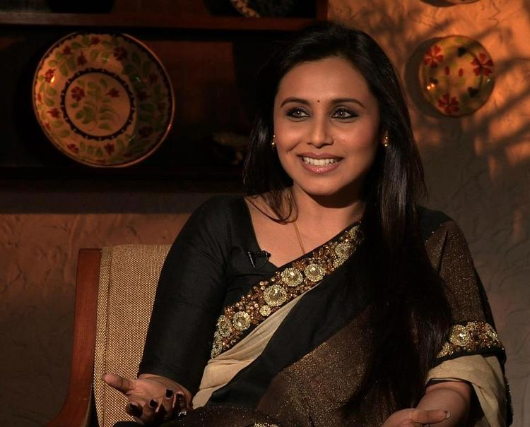 Rani Mukerji Looked Gorgeous In Black Saree At The Front Row Show