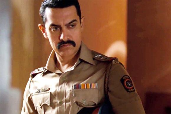 Aamir Angry Look Photo In Uniform From Movie Talash