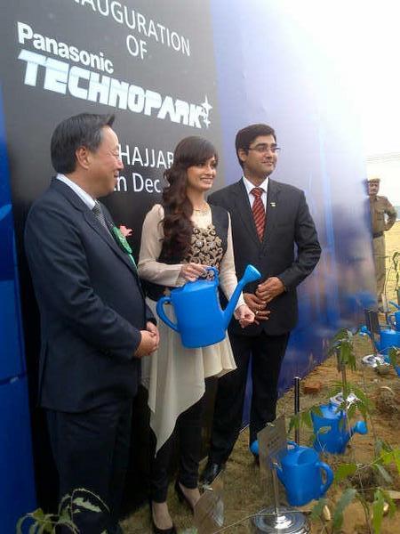 Dia Mirza Posed For Camera At The PanasonicIndia Technopark Launch