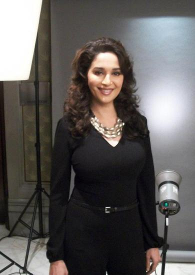 Madhuri Dixit Gorgeous Look Pose At Agenda Aaj Tak 2012 Event