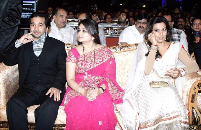 Nitesh,Rujuta And Pooja Photo Clicked On Audience Chair At 1st Bright Awards 2012
