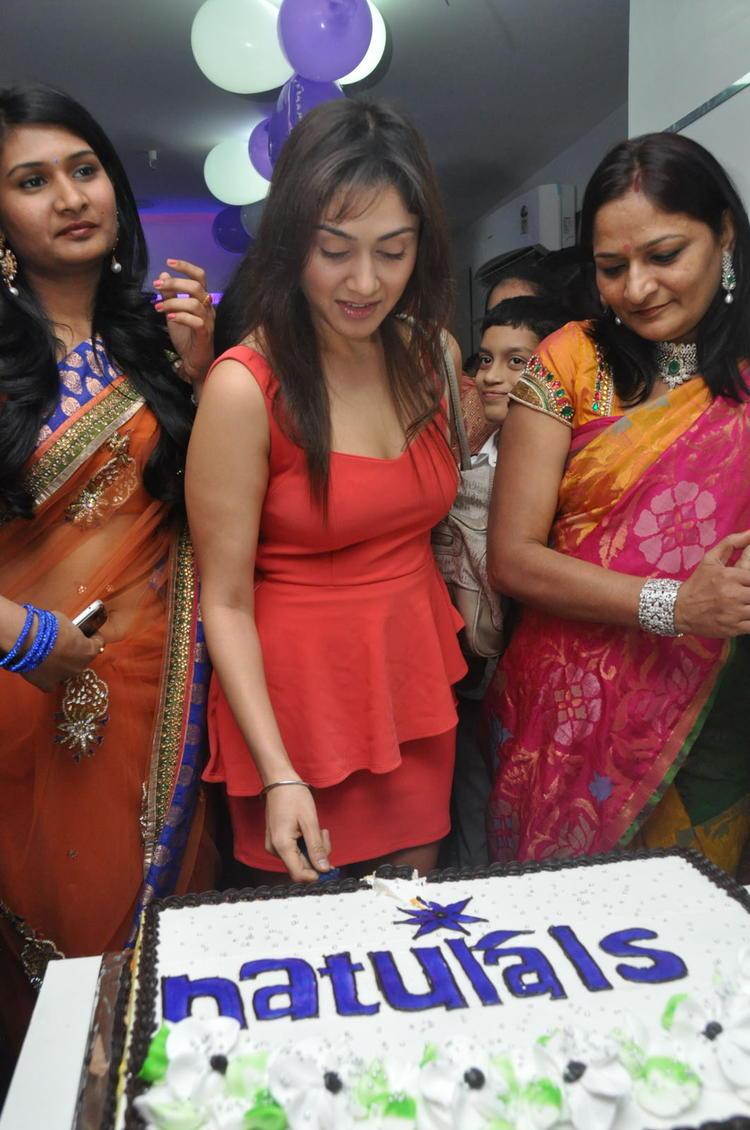 Manjari Cake Cutting Photo At Naturals Salon At Vijayawada
