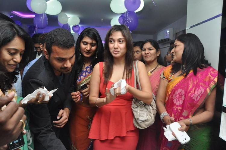 Manjari With Saloon Members Snapped At Naturals Salon At Vijayawada