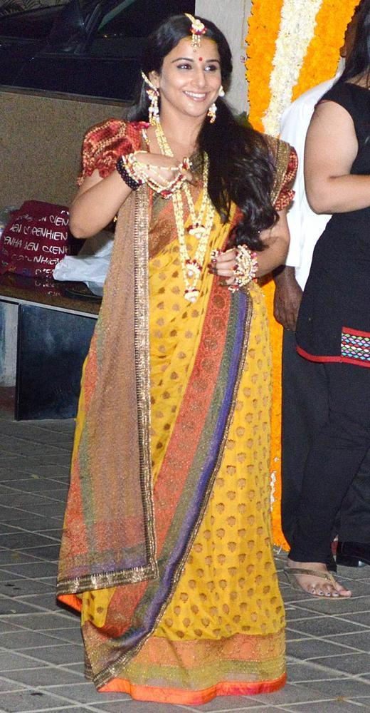 Vidya Balan Wear A Yellow Sari In Bengali Style At Her Mehendi Ceremony
