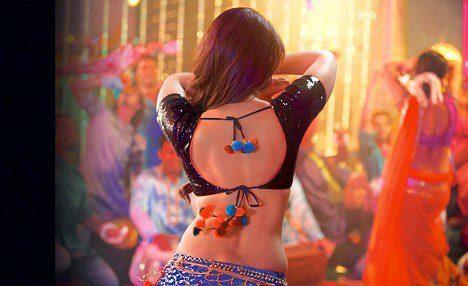 Kareena Kapoor Sexy Back Photo Still From Movie Dabangg 2
